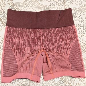 Lululemon pink compression shorts NEW w/o tags